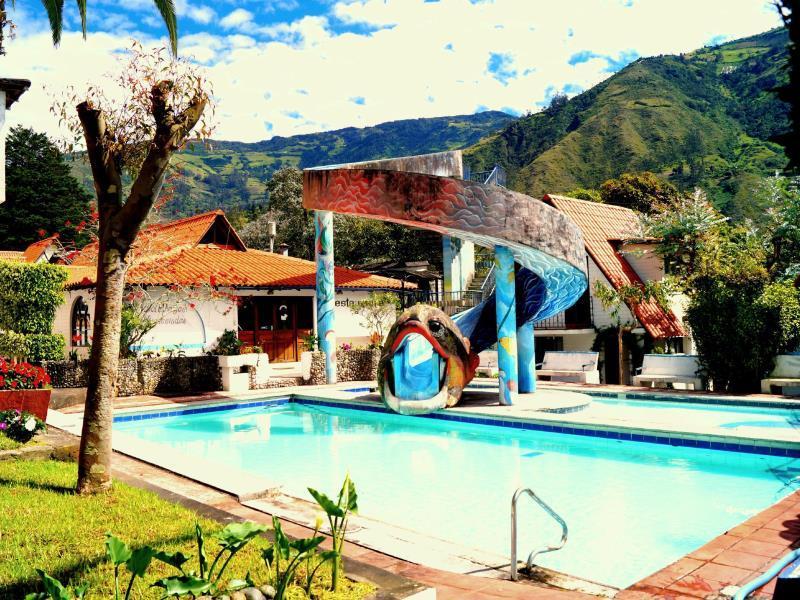 CasaGiralda, Baños