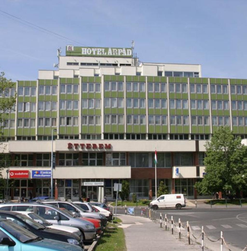 Arpad Hotel, Tatabánya