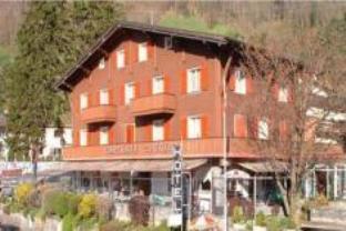Hotel Tourist, Uri