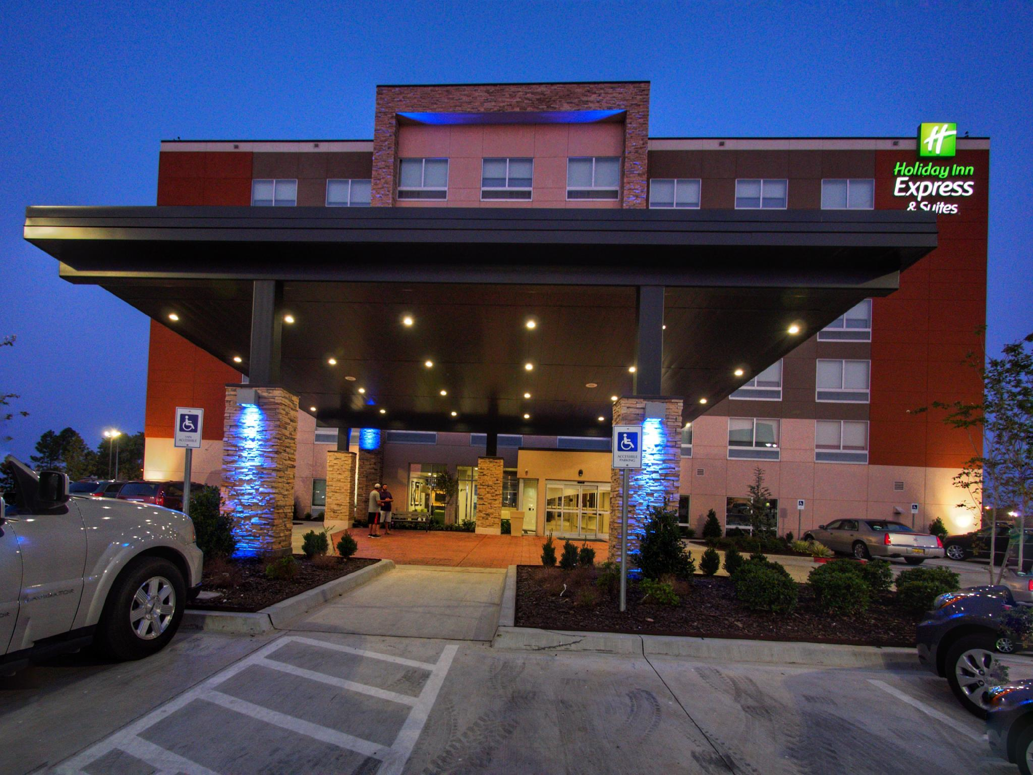 Holiday Inn Express & Suites Moore, Cleveland