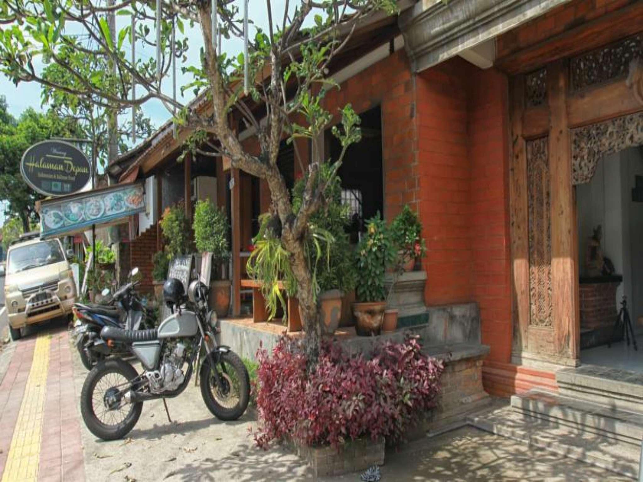 Halaman Depan Hostel, Gianyar