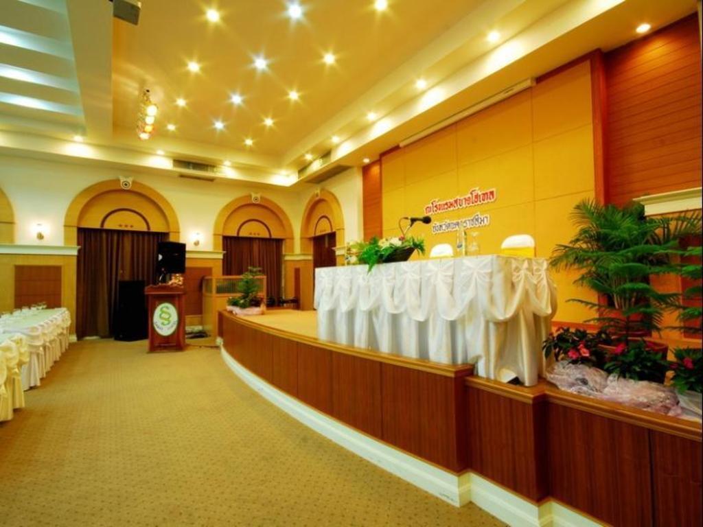 サバイ ホテル16