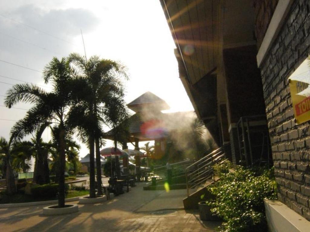 サバイ ホテル17