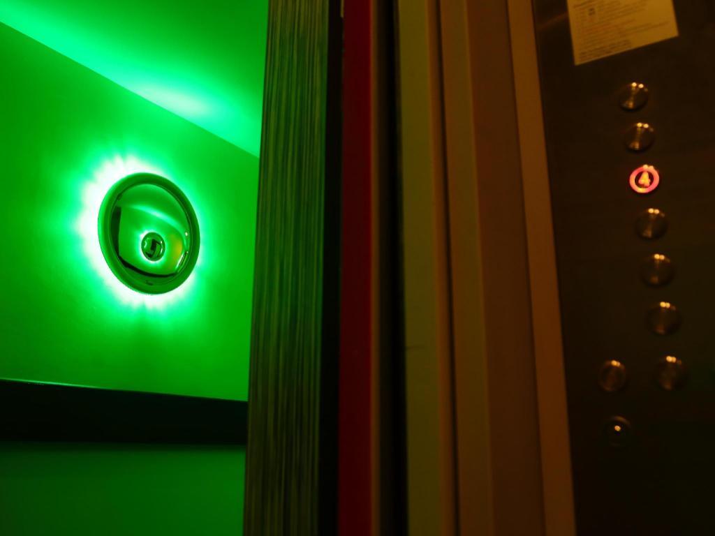 ヘブン アット4 ホテル4
