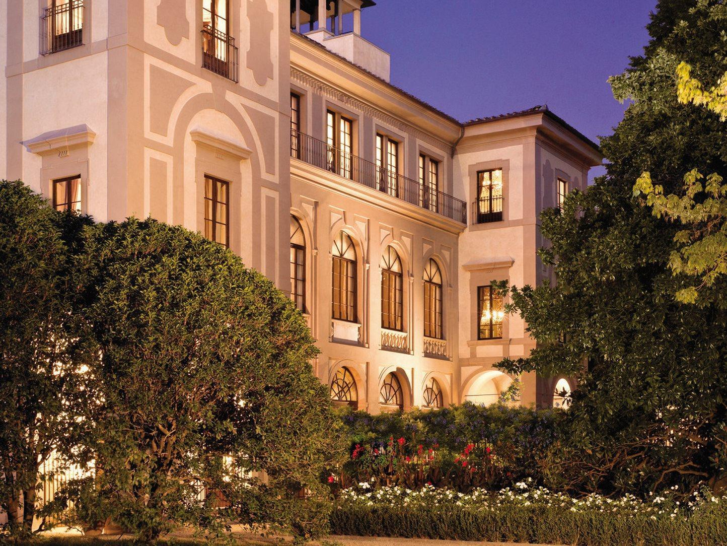 http://pix6.agoda.net/hotelImages/189/189570/189570_14032117280018811209.jpg