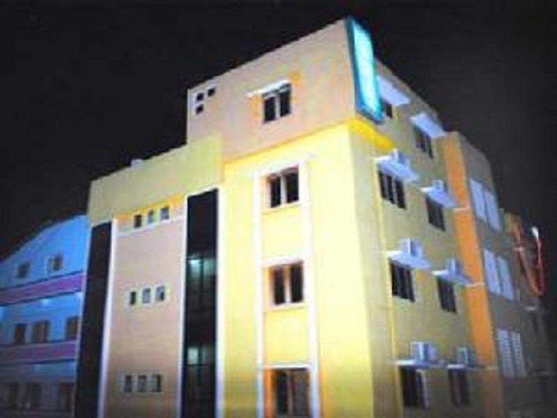 Hotel Dhuvathara, Anand