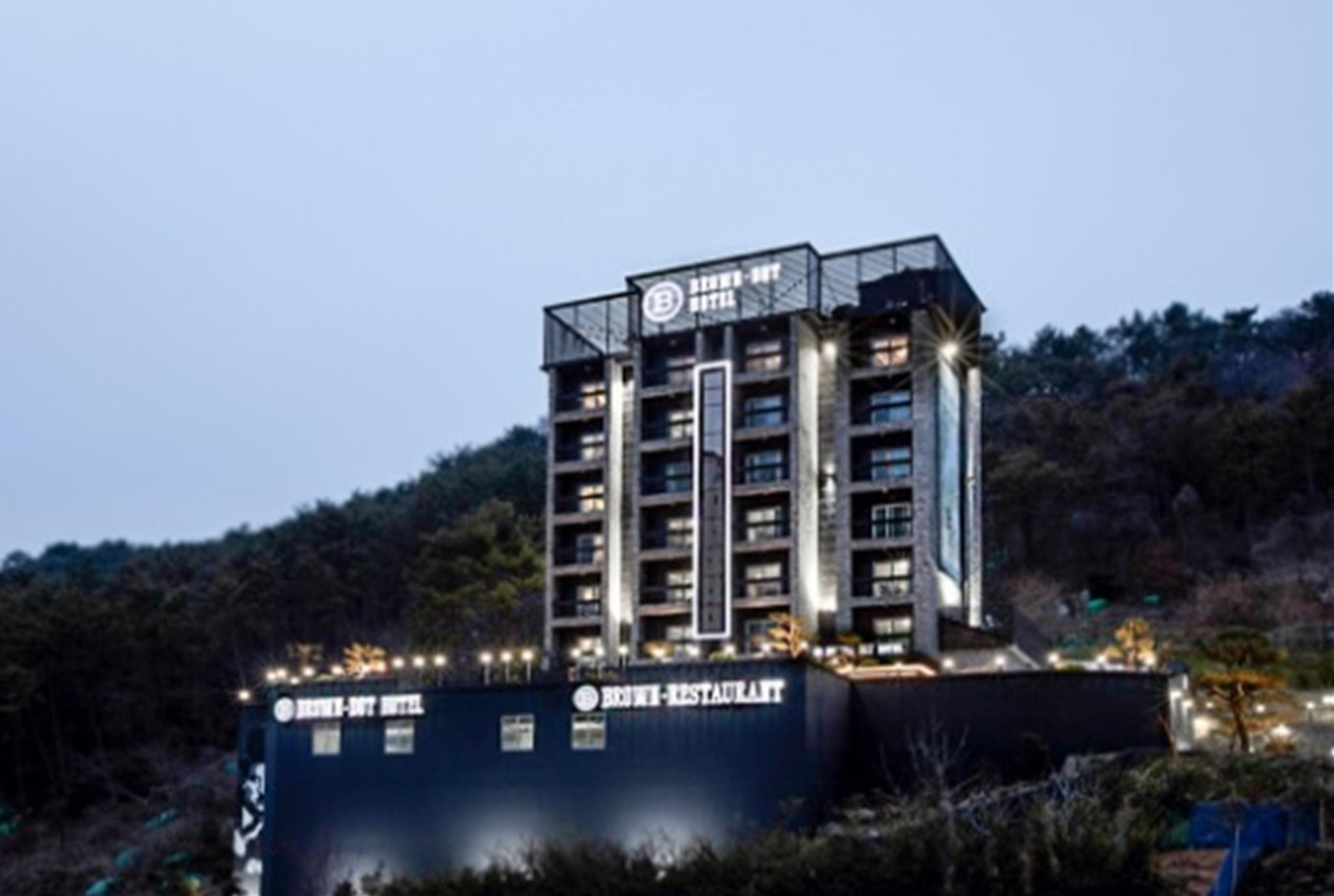 Brown Dot Tourist Hotel Busan New Port, Jinhae