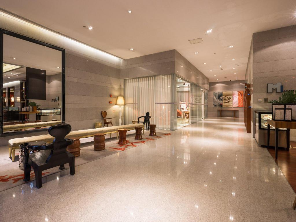 Best price on royal tulip luxury hotel carat guangzhou for Best value luxury hotels