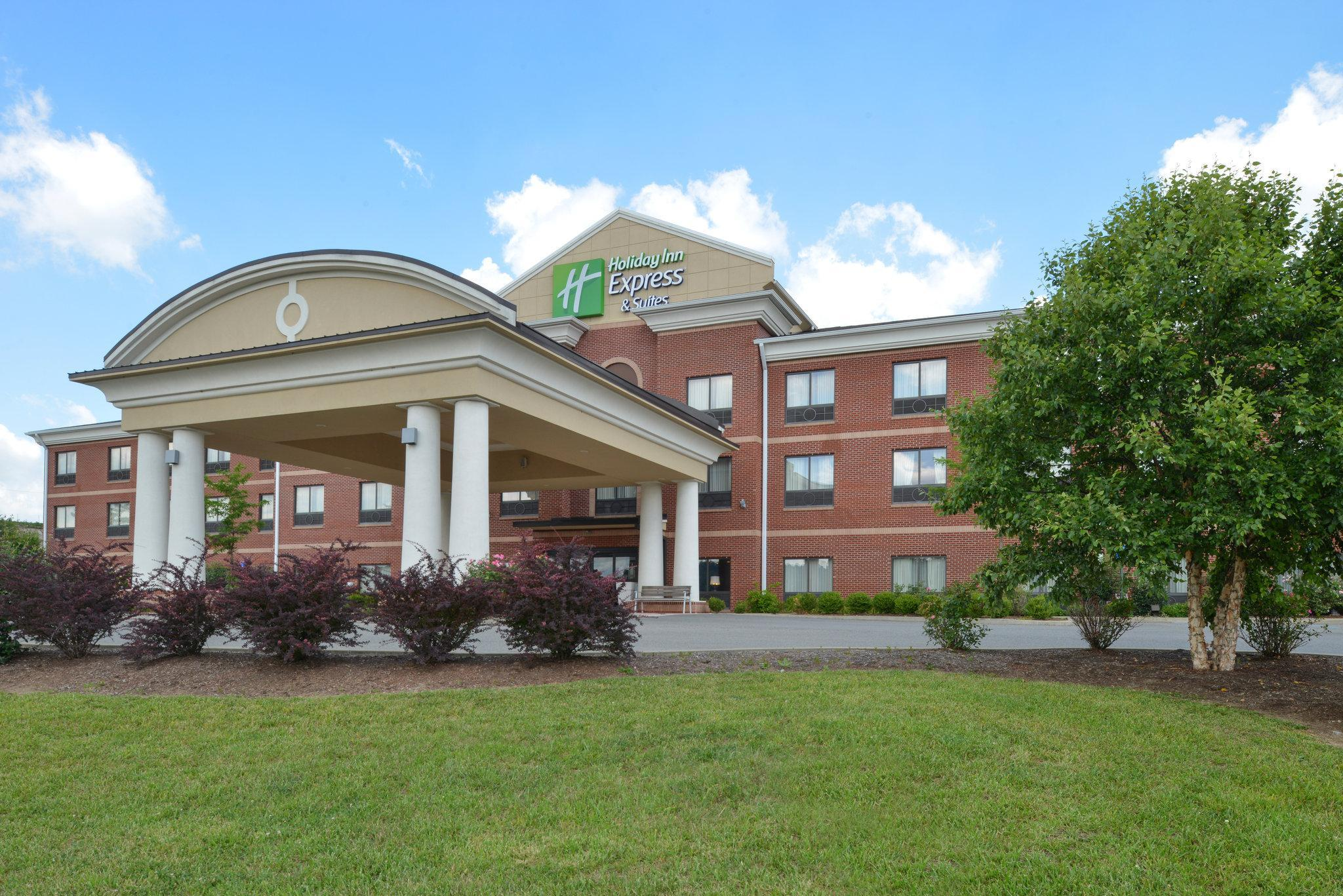 Holiday Inn Express & Suites Bridgeport, Harrison