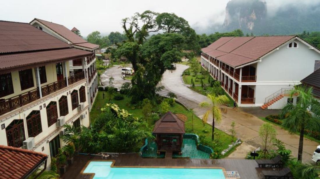 Book thavisouk hotel vang vieng laos for Domon river guesthouse vang vieng
