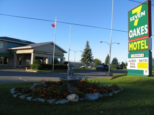 Seven Oakes Motel, Frontenac