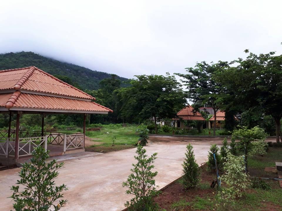 Erawan guesthouse, Pakxe