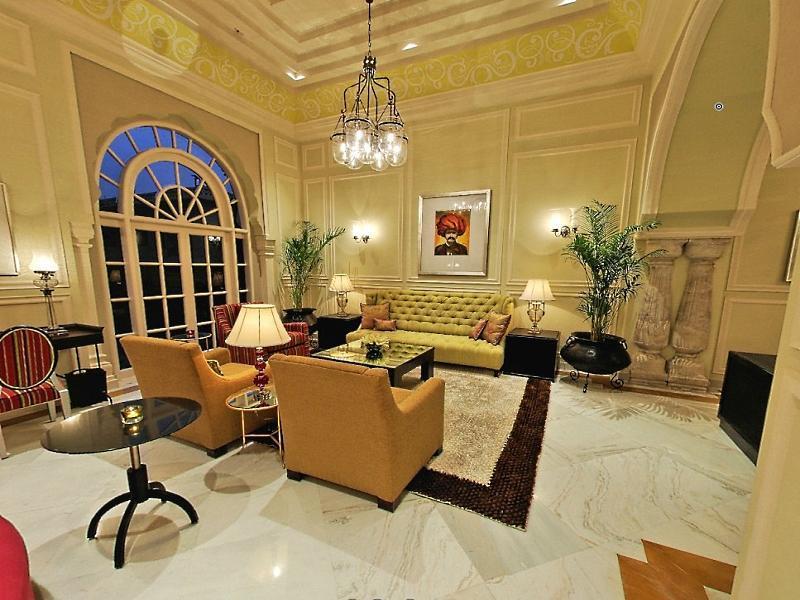 http://pix6.agoda.net/hotelImages/270/2704/2704_15072112270032678630.jpg