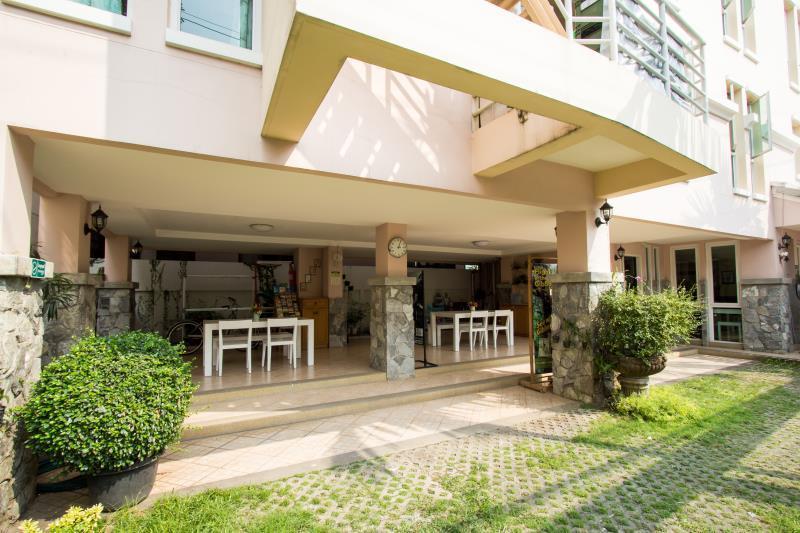 Triple palms house chiang mai for Triple net houses