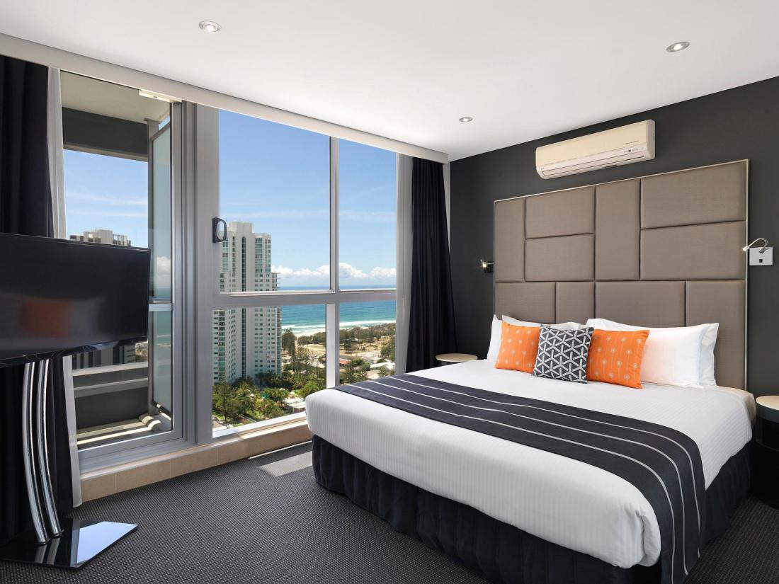Meriton serviced apartments broadbeach gold coast - 2 bedroom apartments in gold coast ...