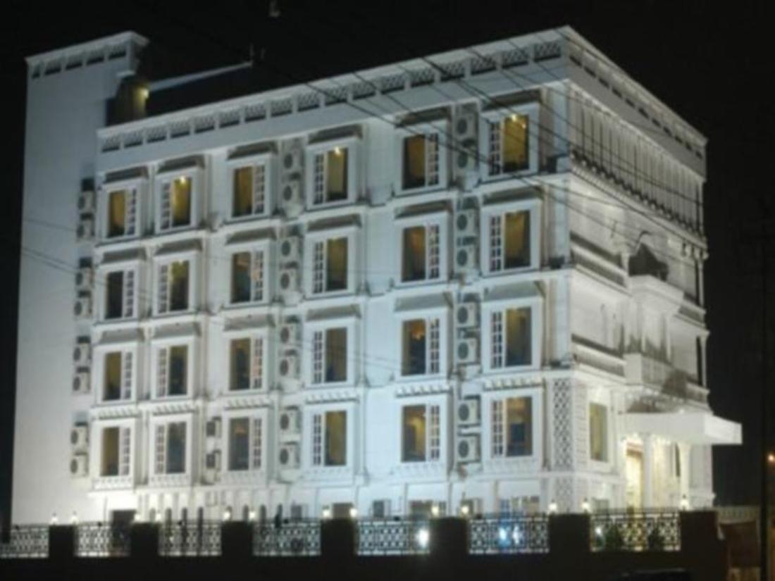 Book Hotel Rajmahal Agra, India : Agoda.com