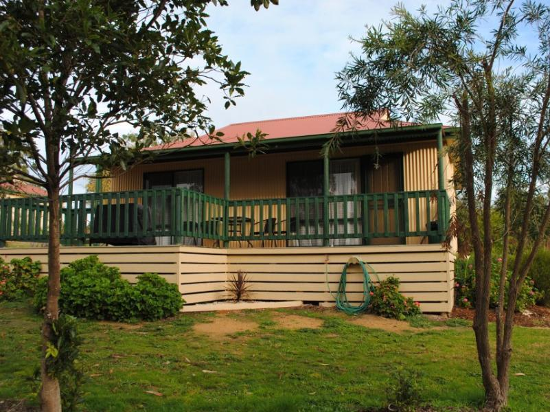 Lakes Entrance Country Cottages, E. Gippsland - Orbost