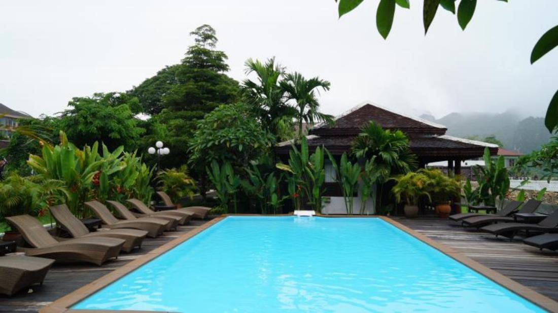 Book villa vang vieng riverside vang vieng laos for Domon guesthouse vang vieng
