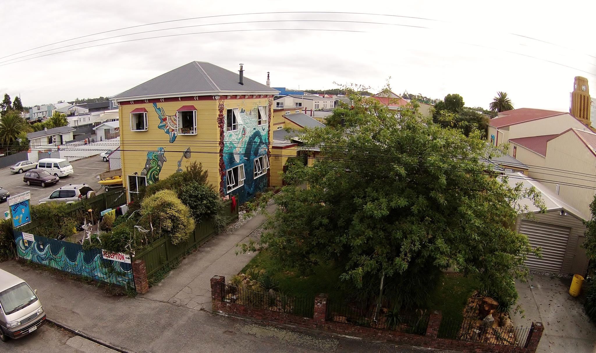Bazils hostel & Surf School, Buller