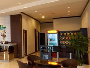 S Bee Hotel - Lobby