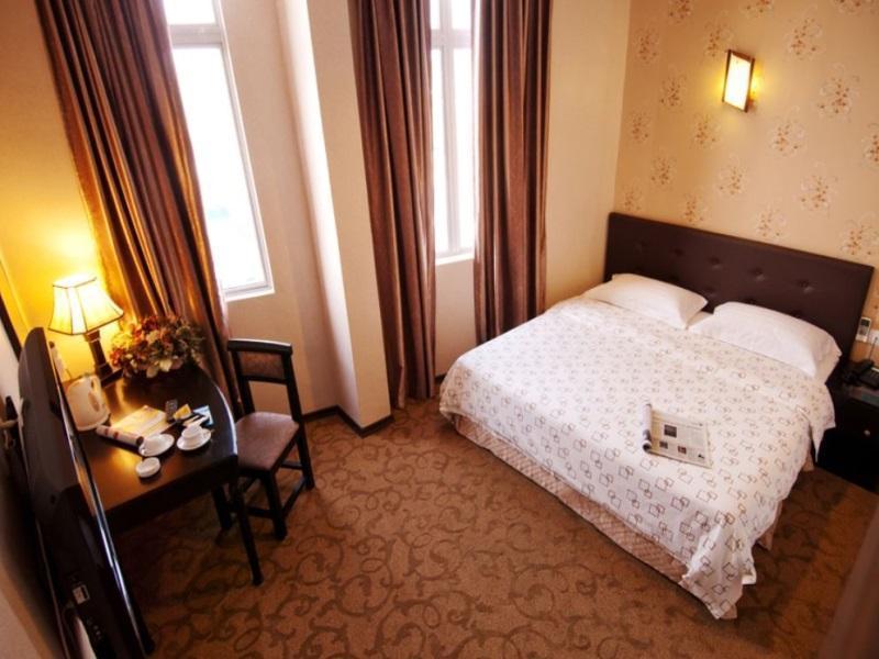 S Bee Hotel - Guestroom
