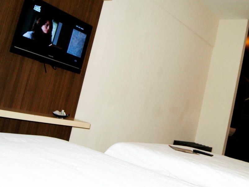 New Regent Hotel - Guestroom - photo added 1 year ago