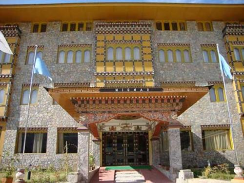 Hotel Migmar, Chang