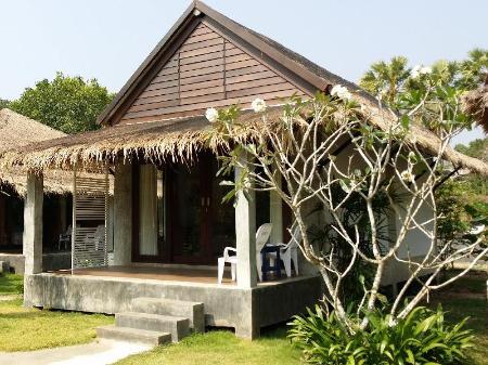 โรงแรมนานา บีช บังกะโล (Bungalow)