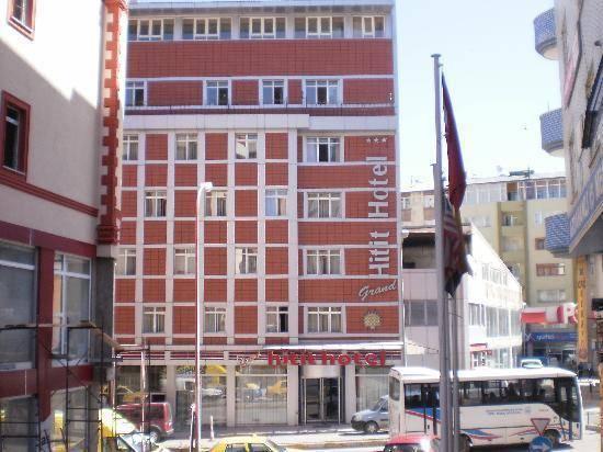 Grand Hitit Hotel, Merkez