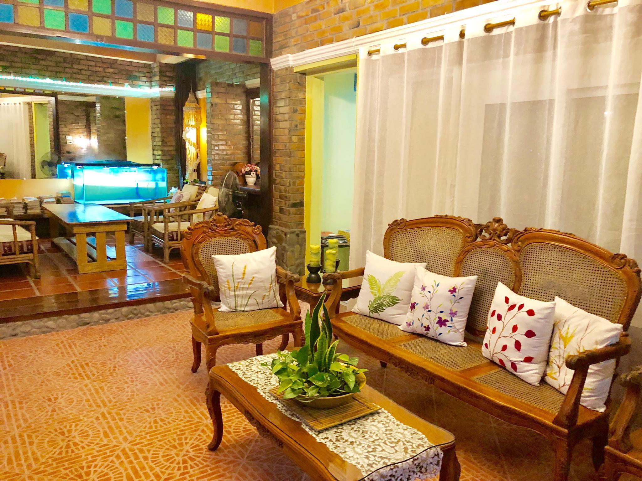 Balai Tinay Hotel, Legazpi City