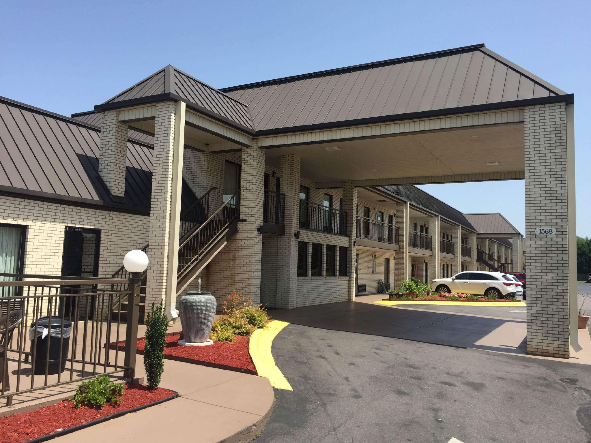 Deluxe Inn and Suites, York