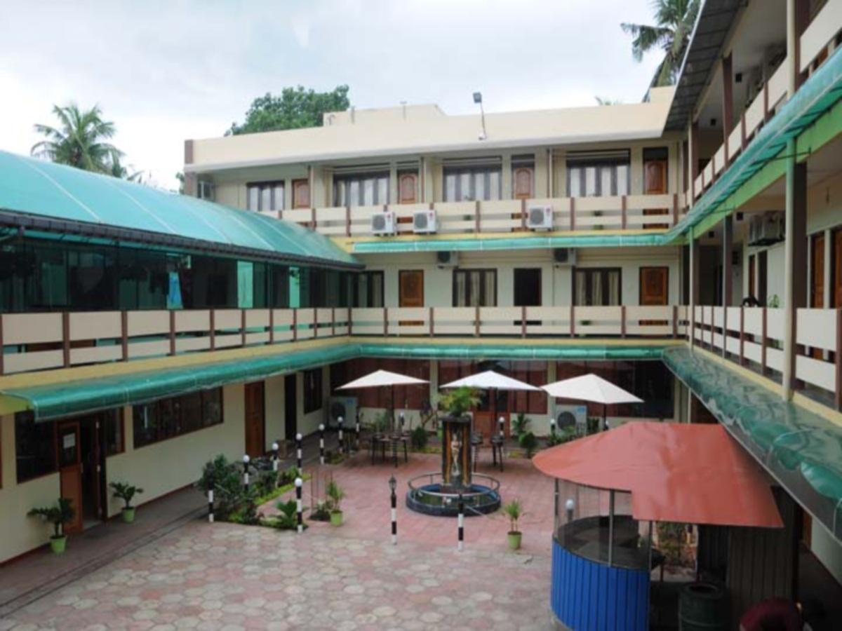 Gnanams Hotel, Jaffna
