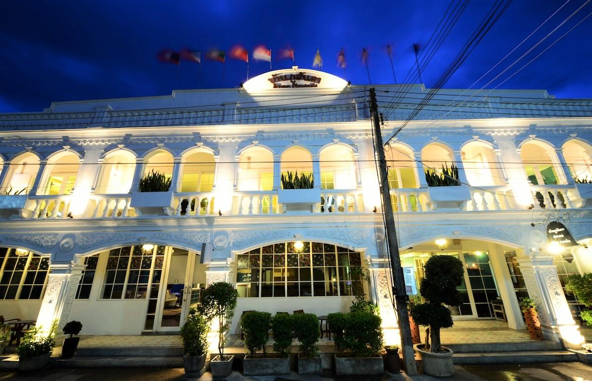 Baan phu anda hip hotel phuket for Hippest hotels