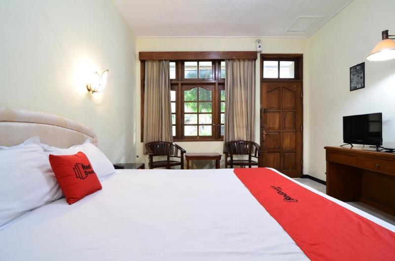 羅維岩紅門Plus飯店