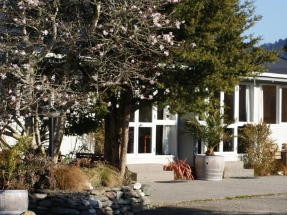 Apostles View Motel, Grey