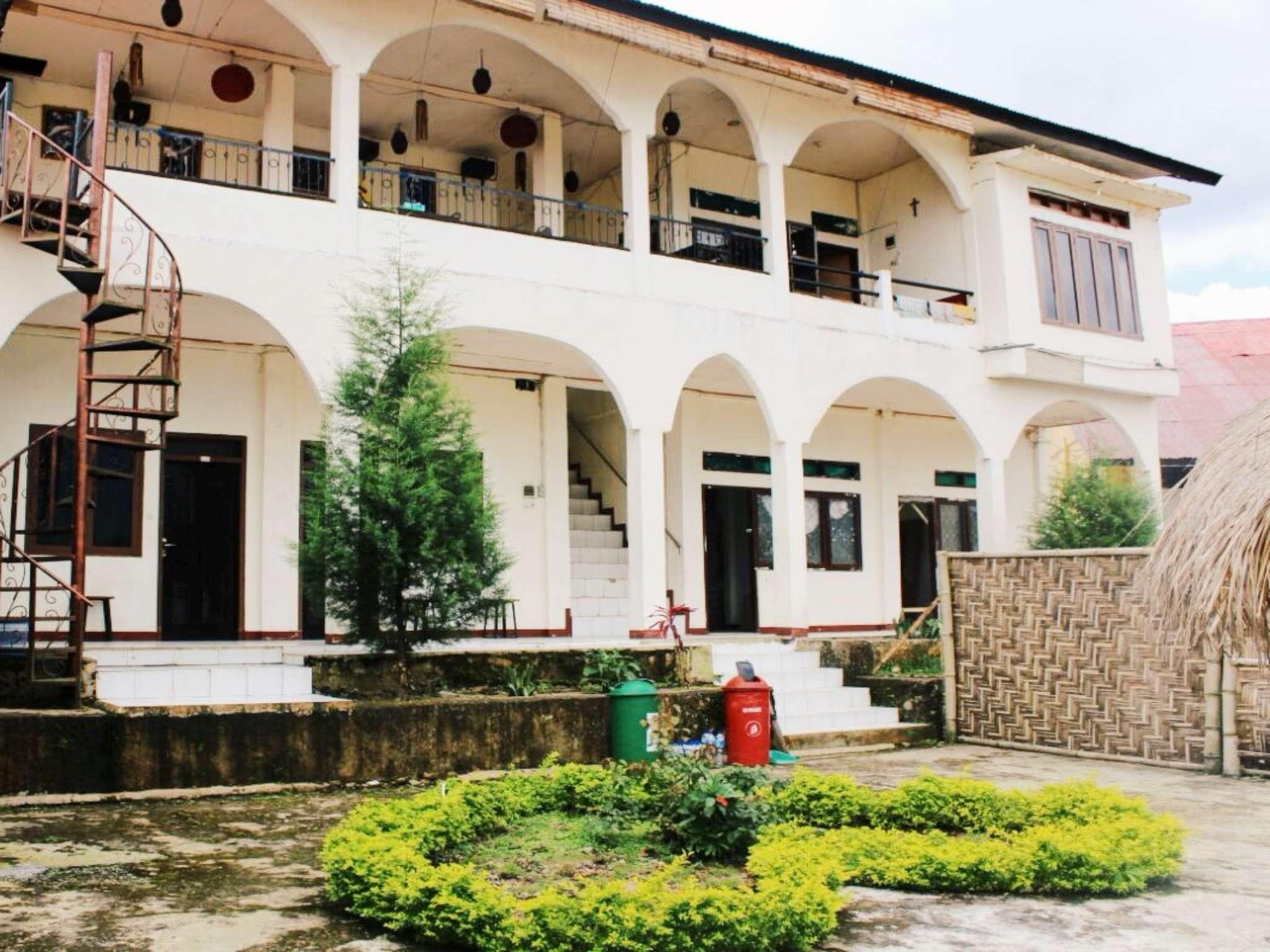 FX 72 Ruteng Hotel, Manggarai