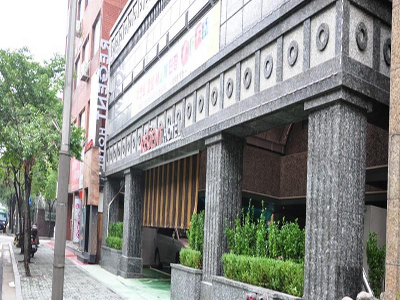 Regent Hotel, Dobong