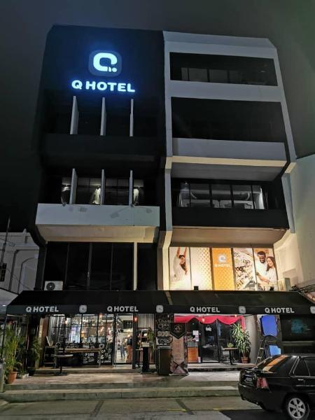 Q Capsule Hotel