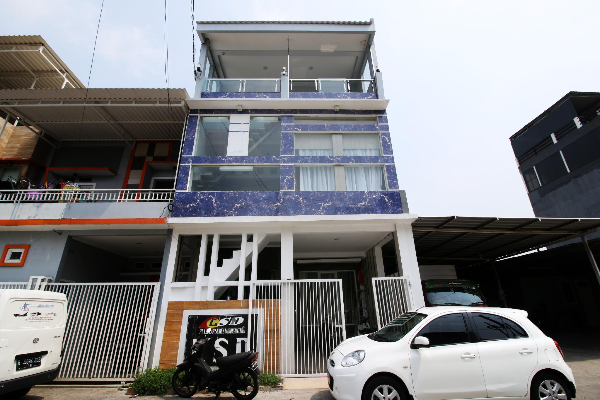 Kamar Keluarga Mahkota Bandara 6, Jakarta Barat