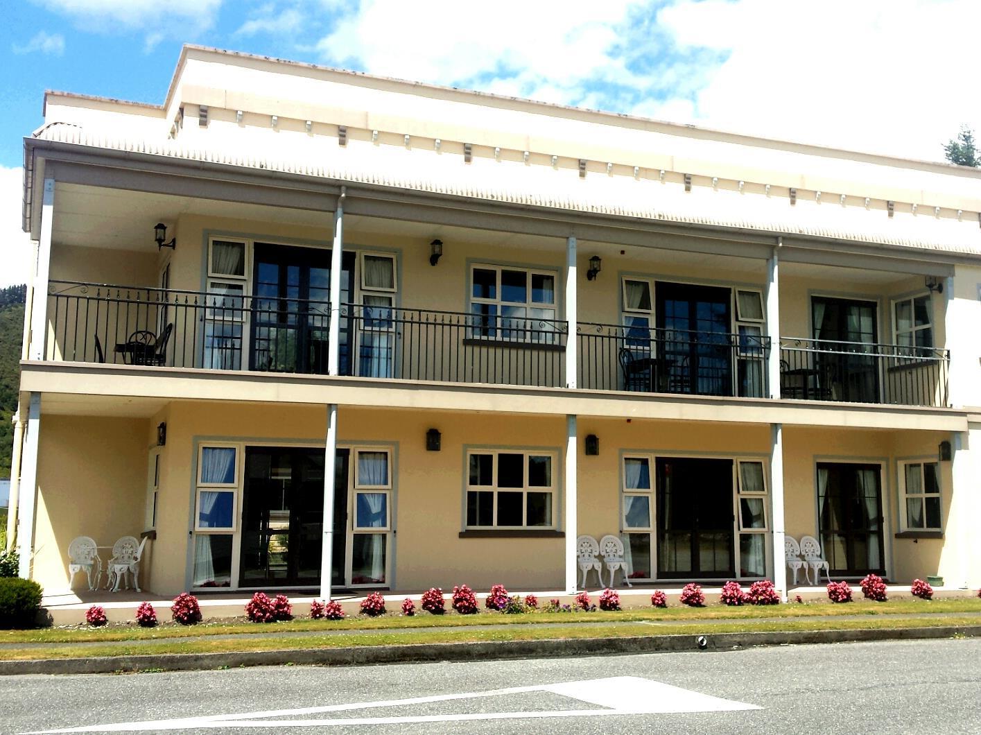 Lantern Court Motel, Buller