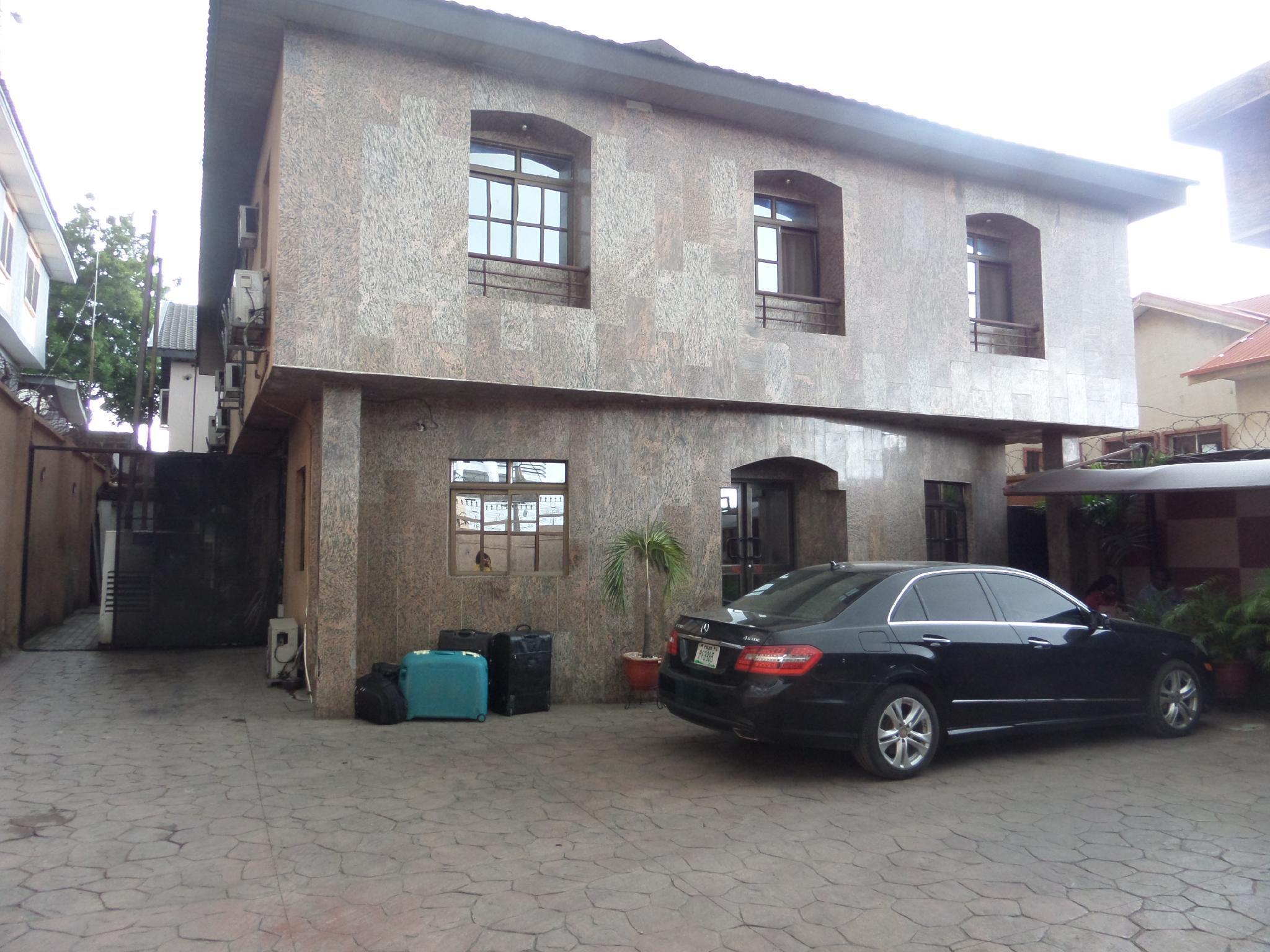 Elicris Place, Kosofe
