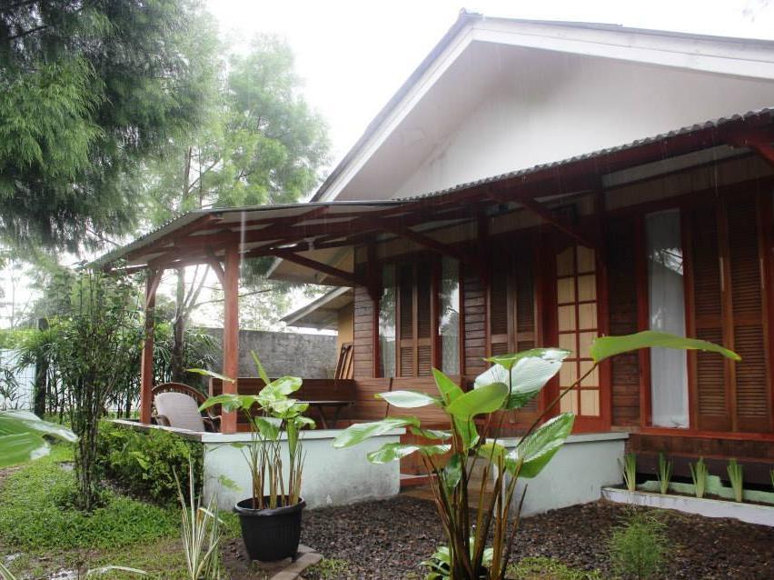Sapphire Gayatri Villa by Alataar, Bogor