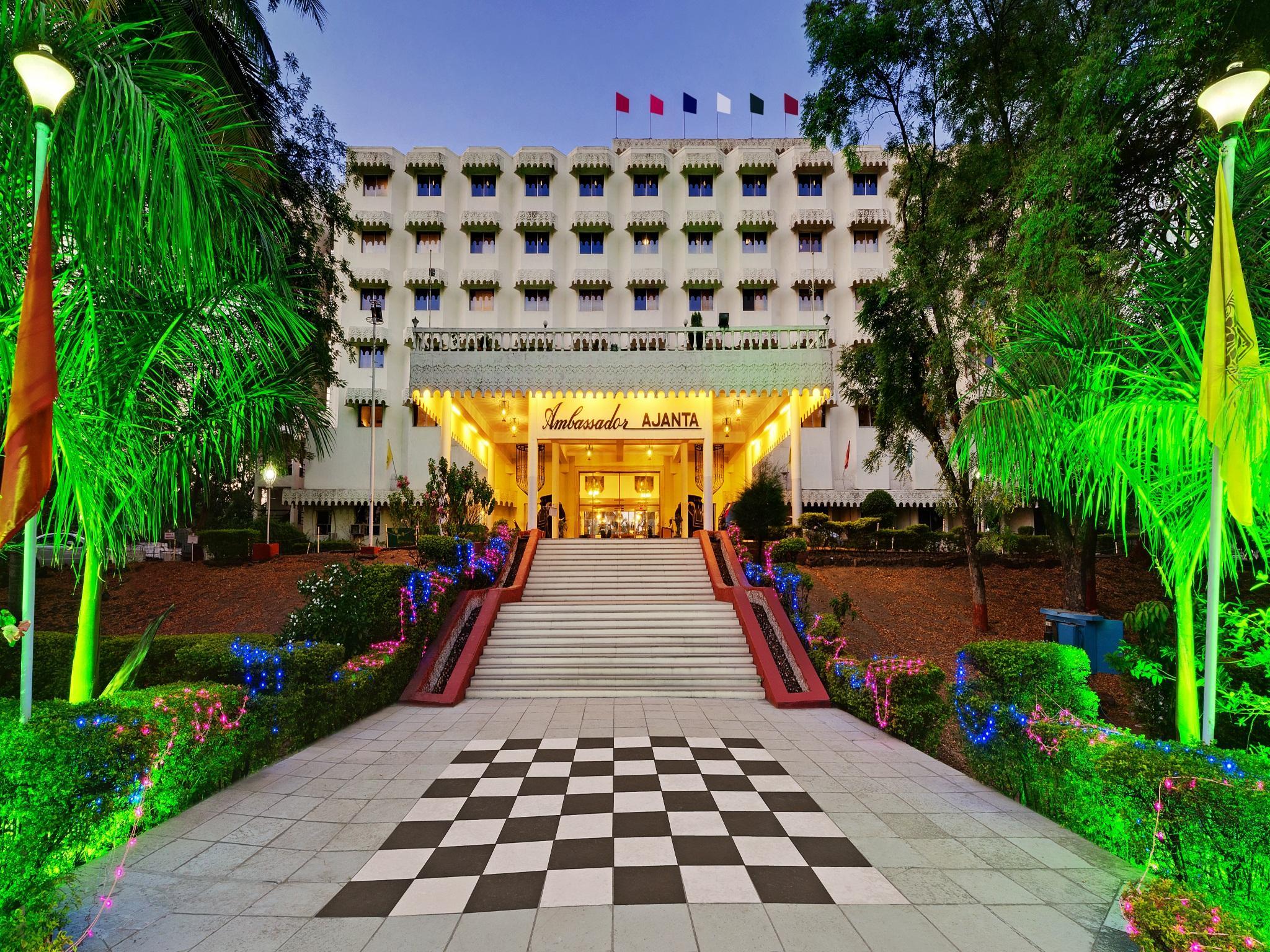 Hotel The Grand Pritam, Gandhinagar