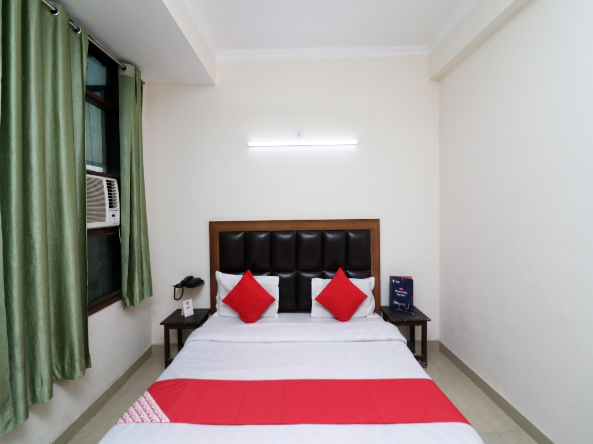 OYO 24958 Hotel Dayal, Firozabad