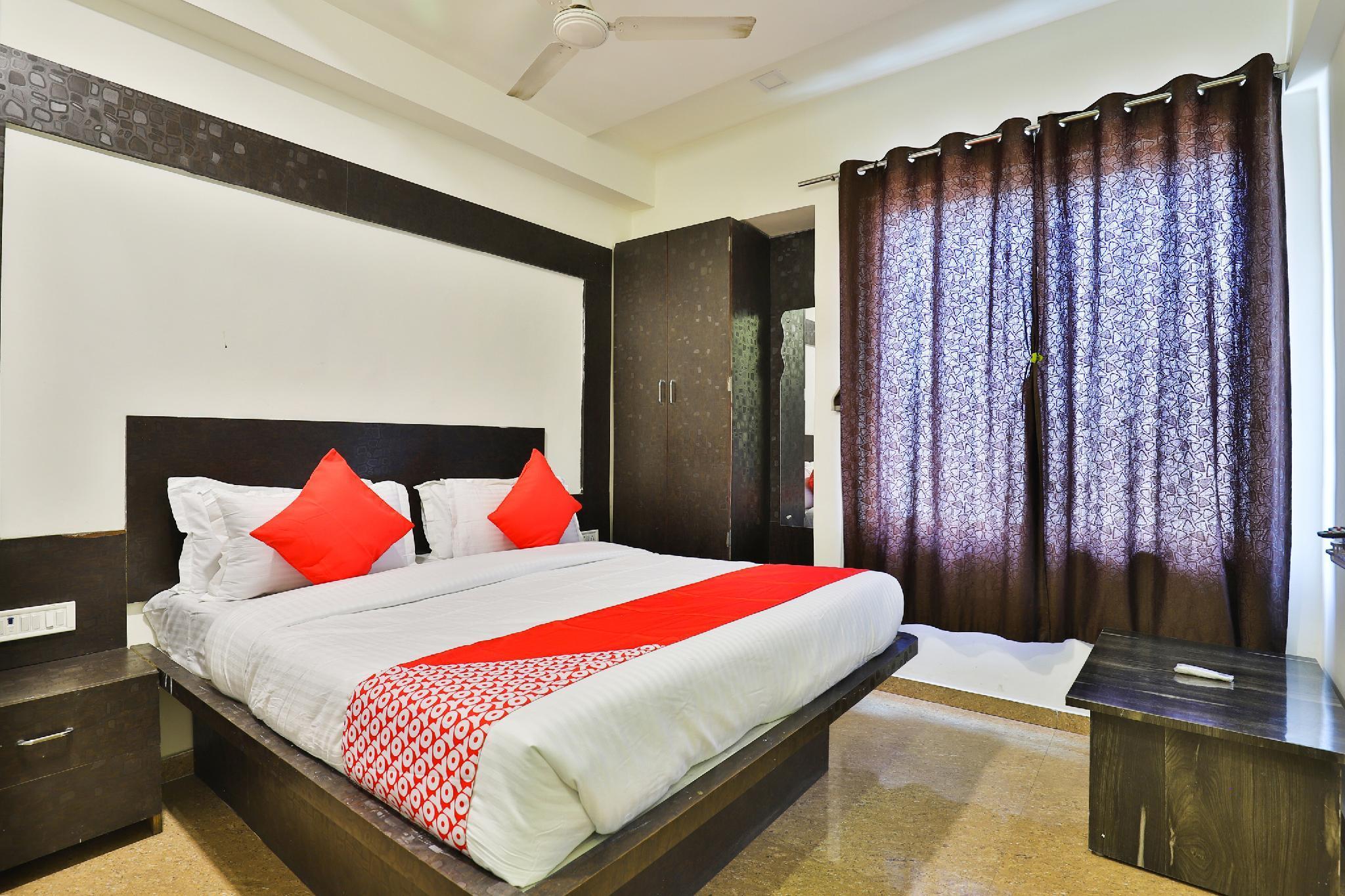 OYO 5904 Hotel Midway Inn, Gandhinagar