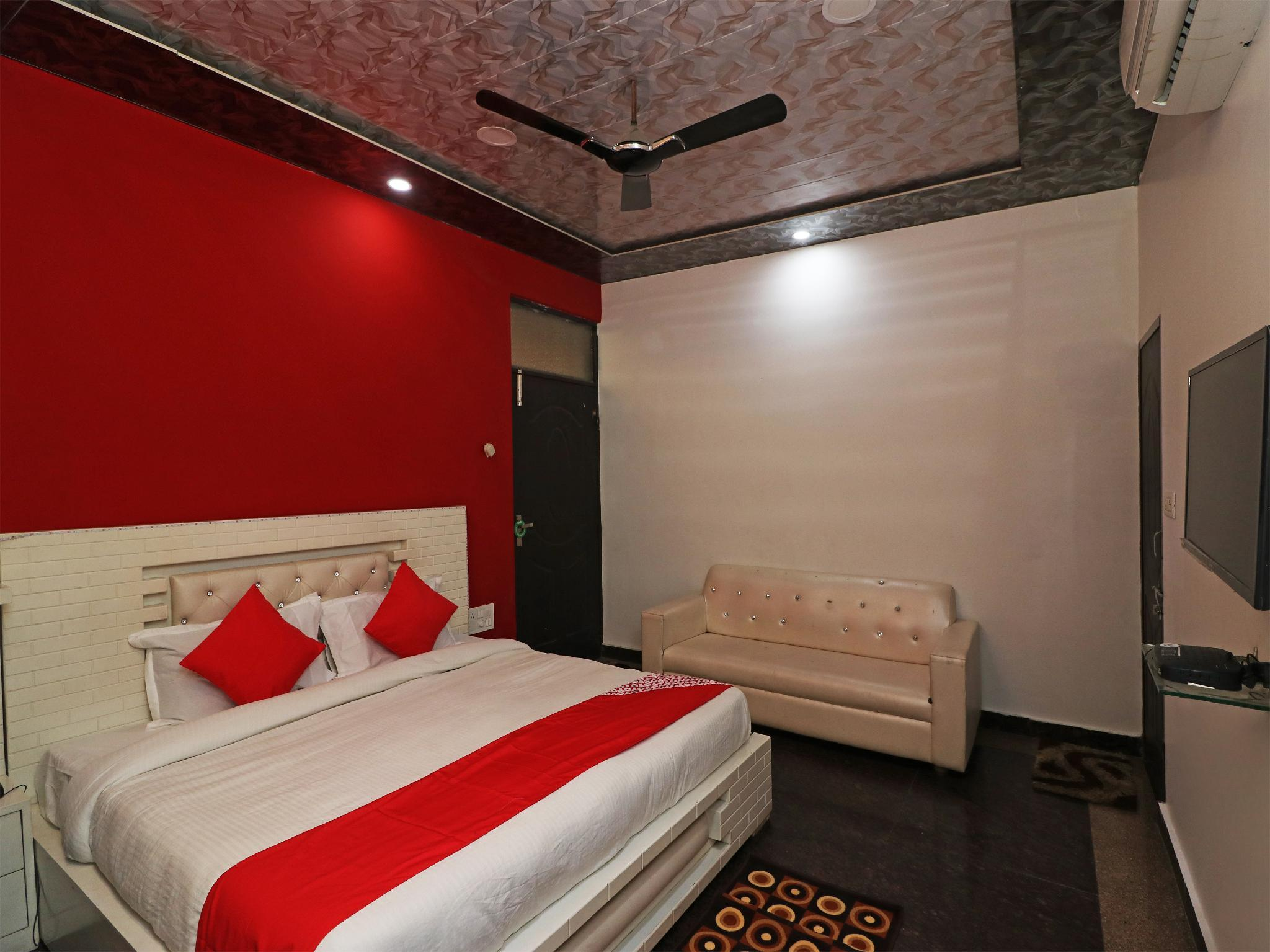OYO 22696 Hotel Royal Apple, Meerut