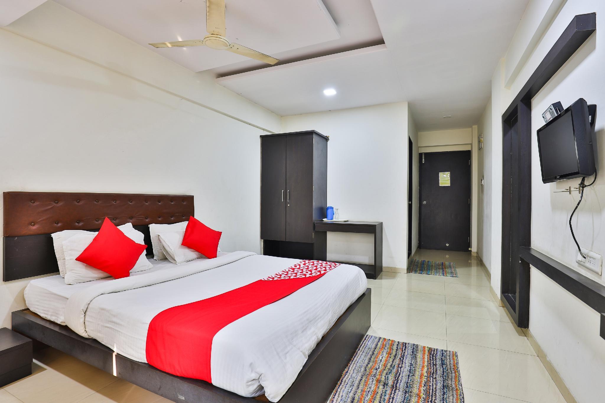 OYO 24135 Hotel Anand Inn, Valsad