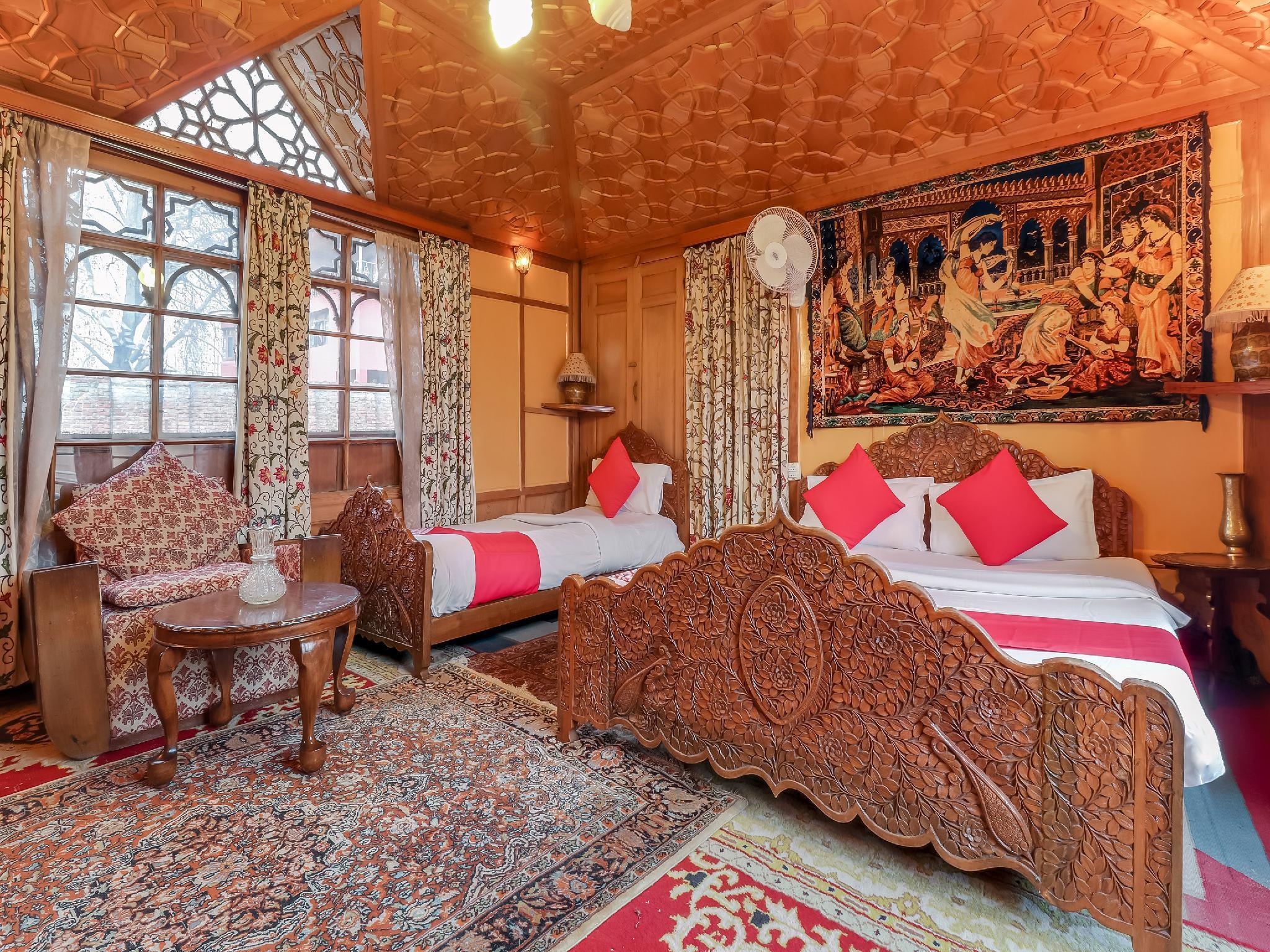OYO 24812 Kashmir Houseboats By Ats-rooms, Srinagar