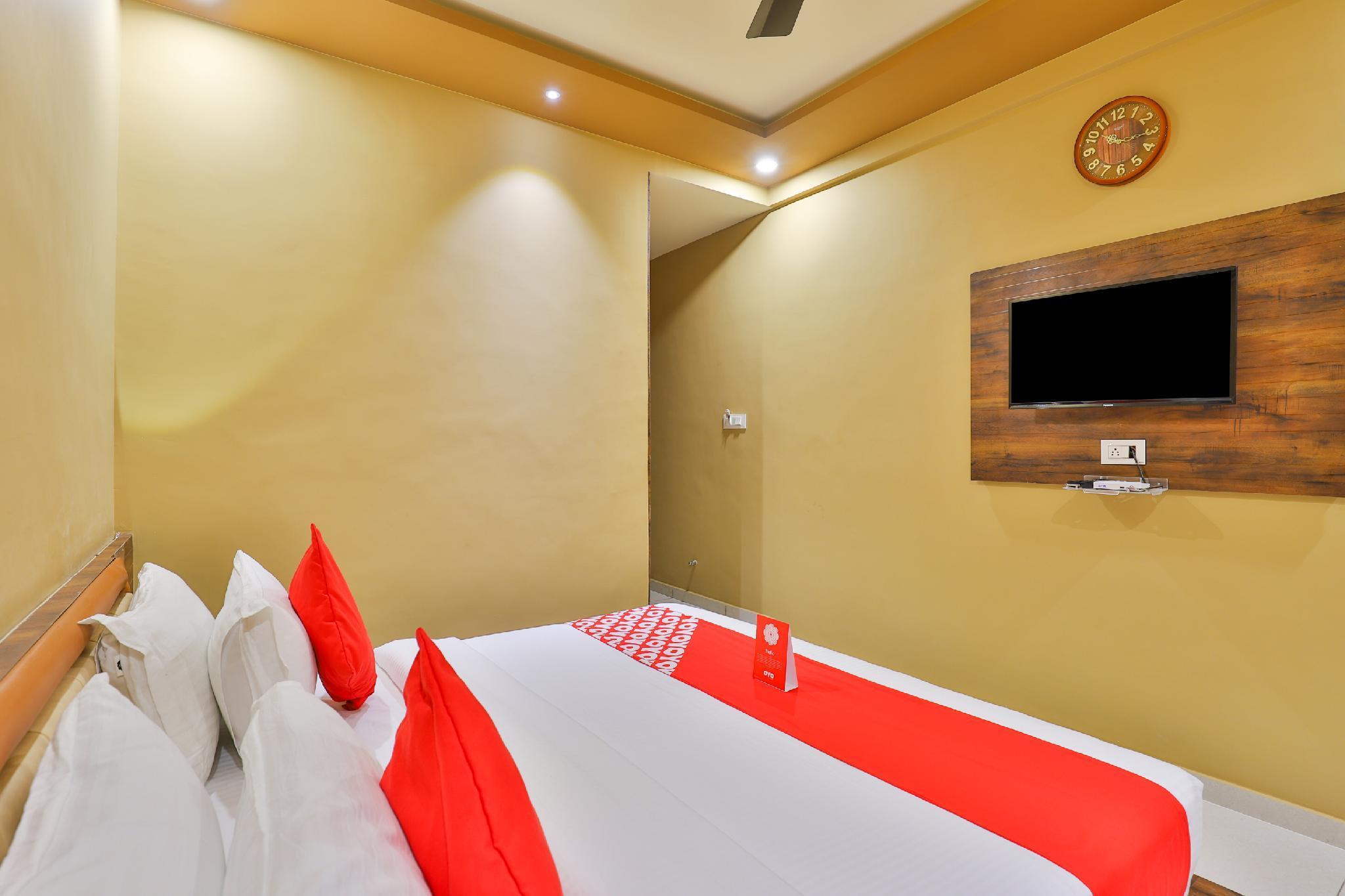 OYO 18903 Somchandra Hotel, Gir Somnath