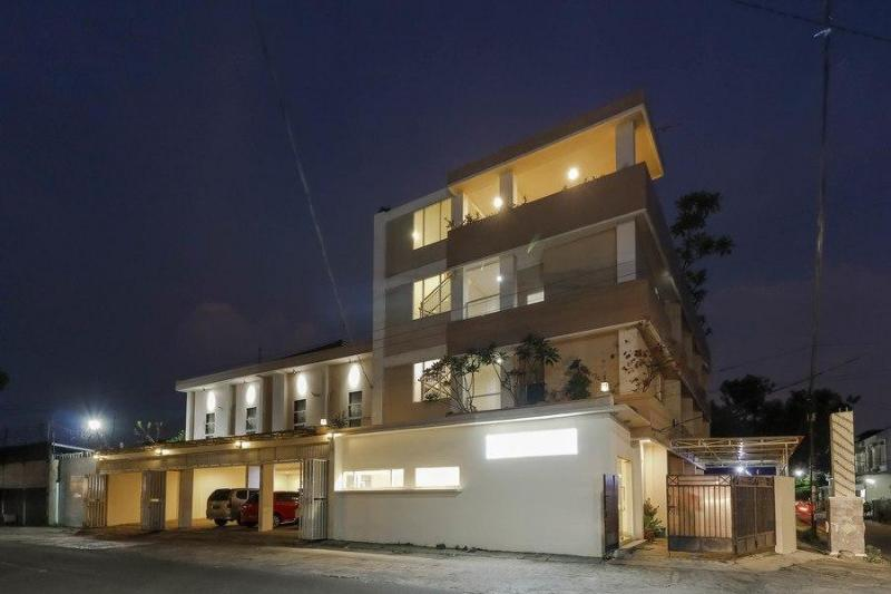 紅多茲飯店-近瑪納罕索洛站